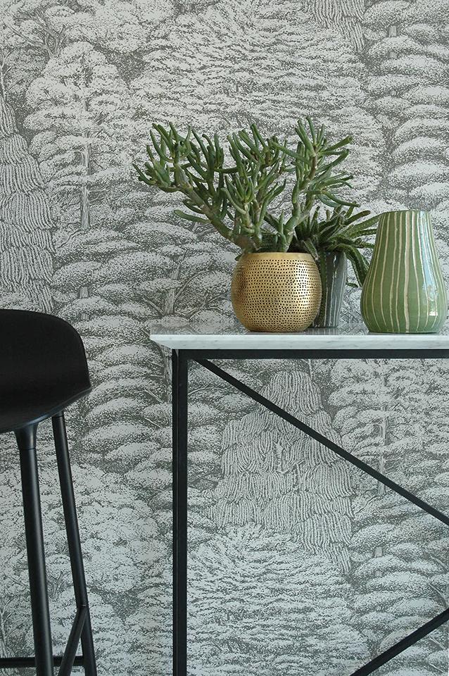 Console en métal finition noir mat, plateau marbre blanc de Carrare