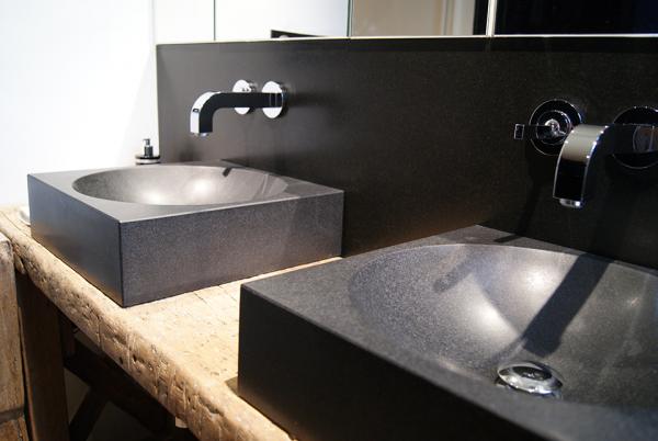 Vasques et douche SANSONE granit noir fin