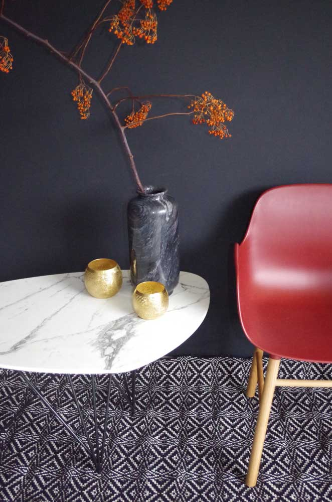 Coffee table with mat black metal legs, Arabescato marble top