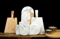Planche à découper Ateliers Sansone en marbre blanc et en bois