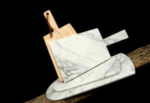Planche à découper en marbre et bois