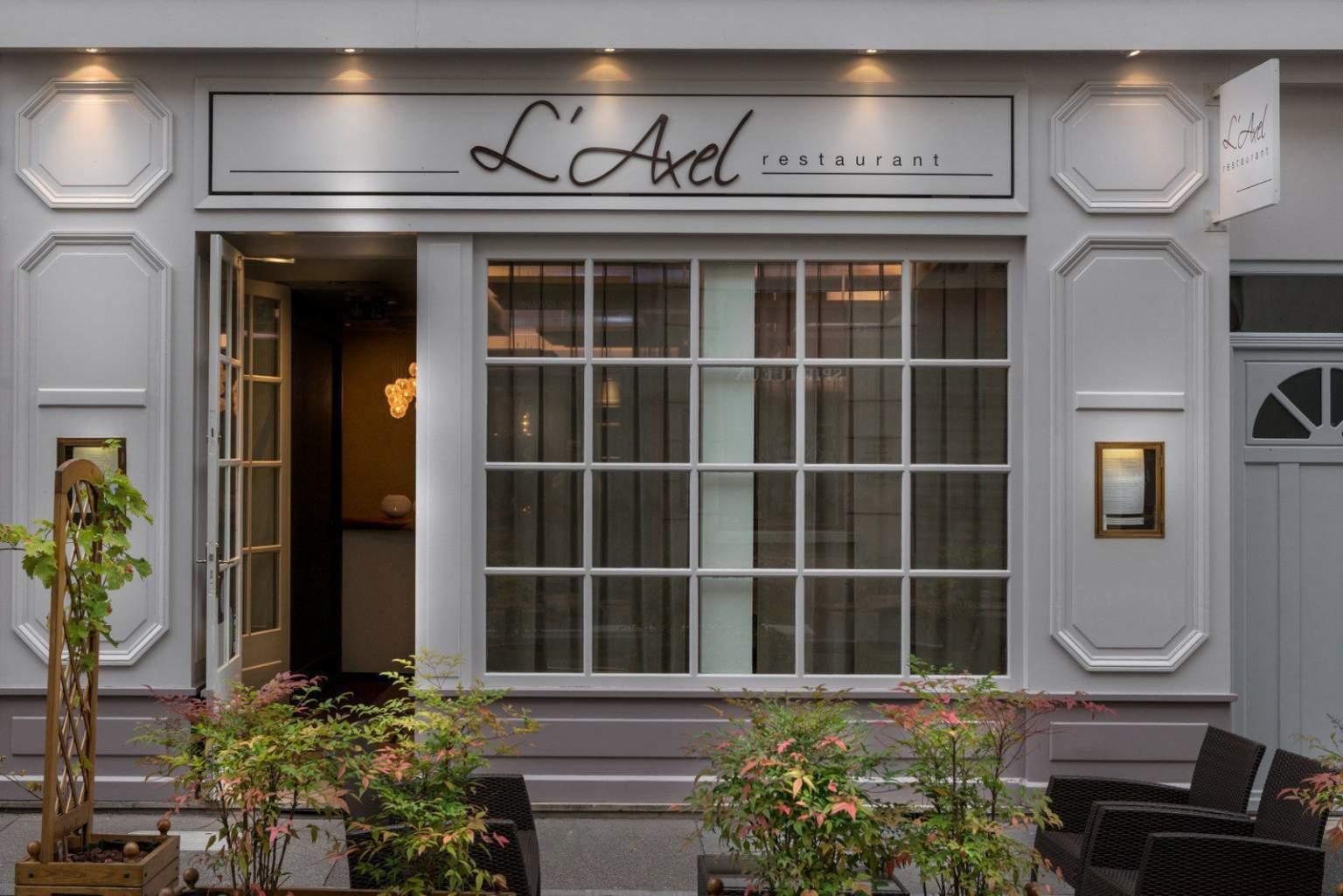 Front door L'Axel Restaurant